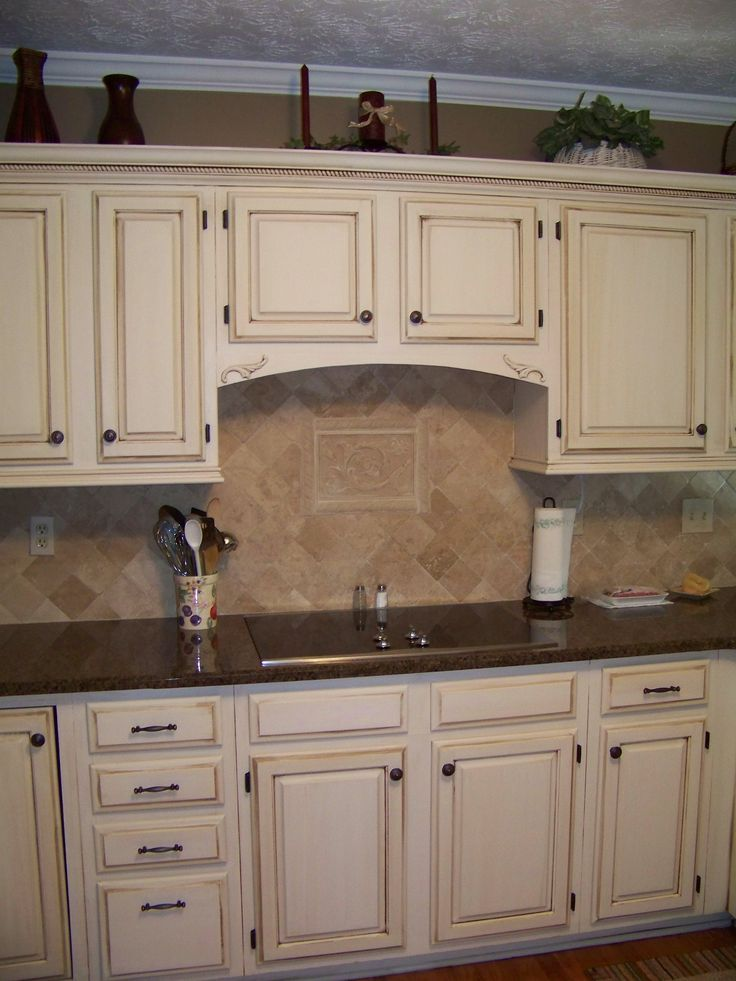 Cream colored kitchen cabinets with white appliances for Pictures of white glazed kitchen cabinets