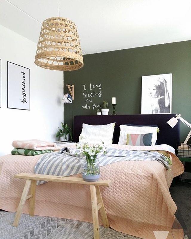Green and pink coziness @lisannevandeklift 👈🏻👌🏻 Chambre