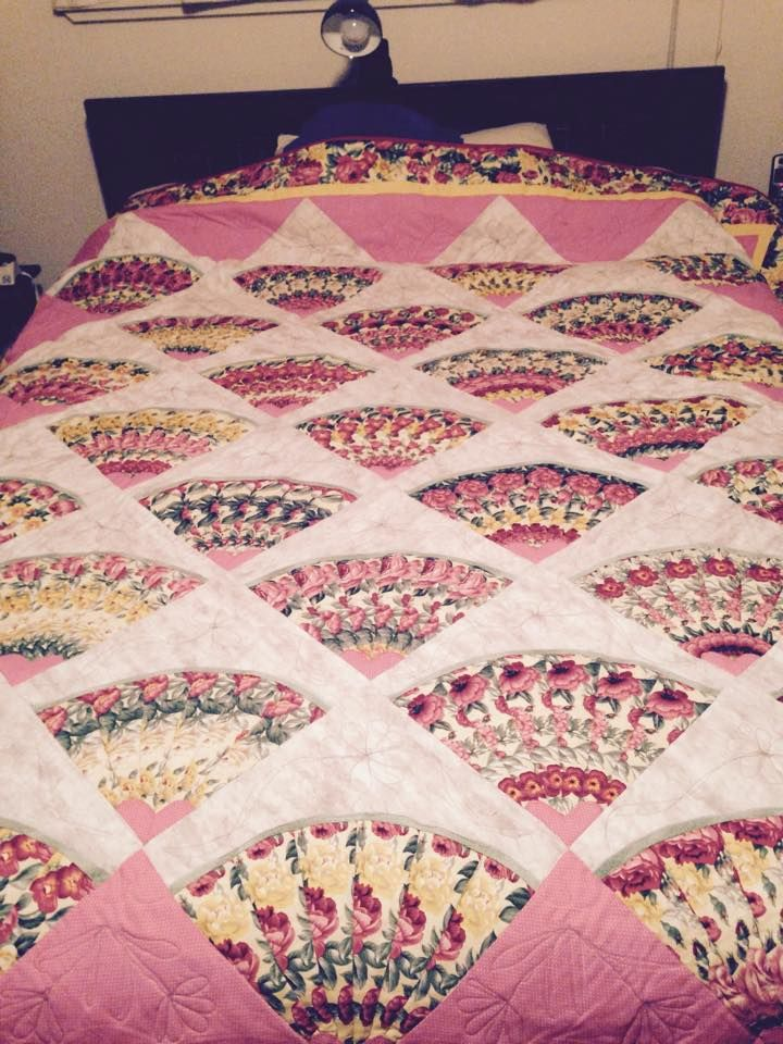 Grandmother S Fan The Time Someone Took For The Pattern Repeats In Each Fan Amazi Traditional Quilt Patterns Vintage Quilts Patterns Antique Quilts Patterns