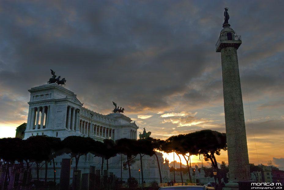 Colonna Traiana e Altare della Patria, Rome Italy
