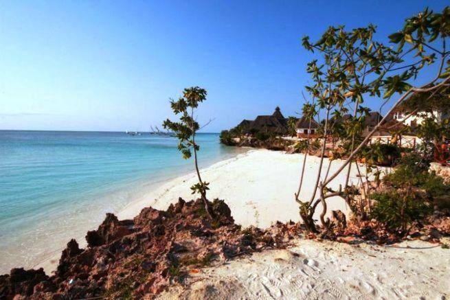 Zanzibar  NUNGWI  La spiaggia di Nungwi è la più bella di tutta l'isola. Myblue ha il privilegio di sorgere proprio davanti a questo mare cristallino e ai suoi tramonti infuocati.