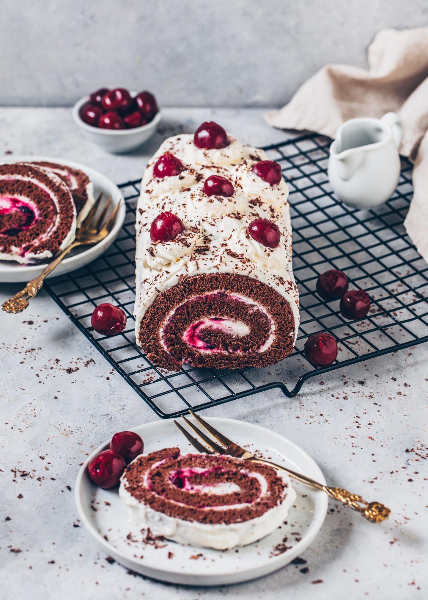 Vegane Schoko Biskuitrolle Schwarzwalder Kirsch Recipe Black Forest Cake Chocolate Yule Log Recipe Chocolate Roll Cake