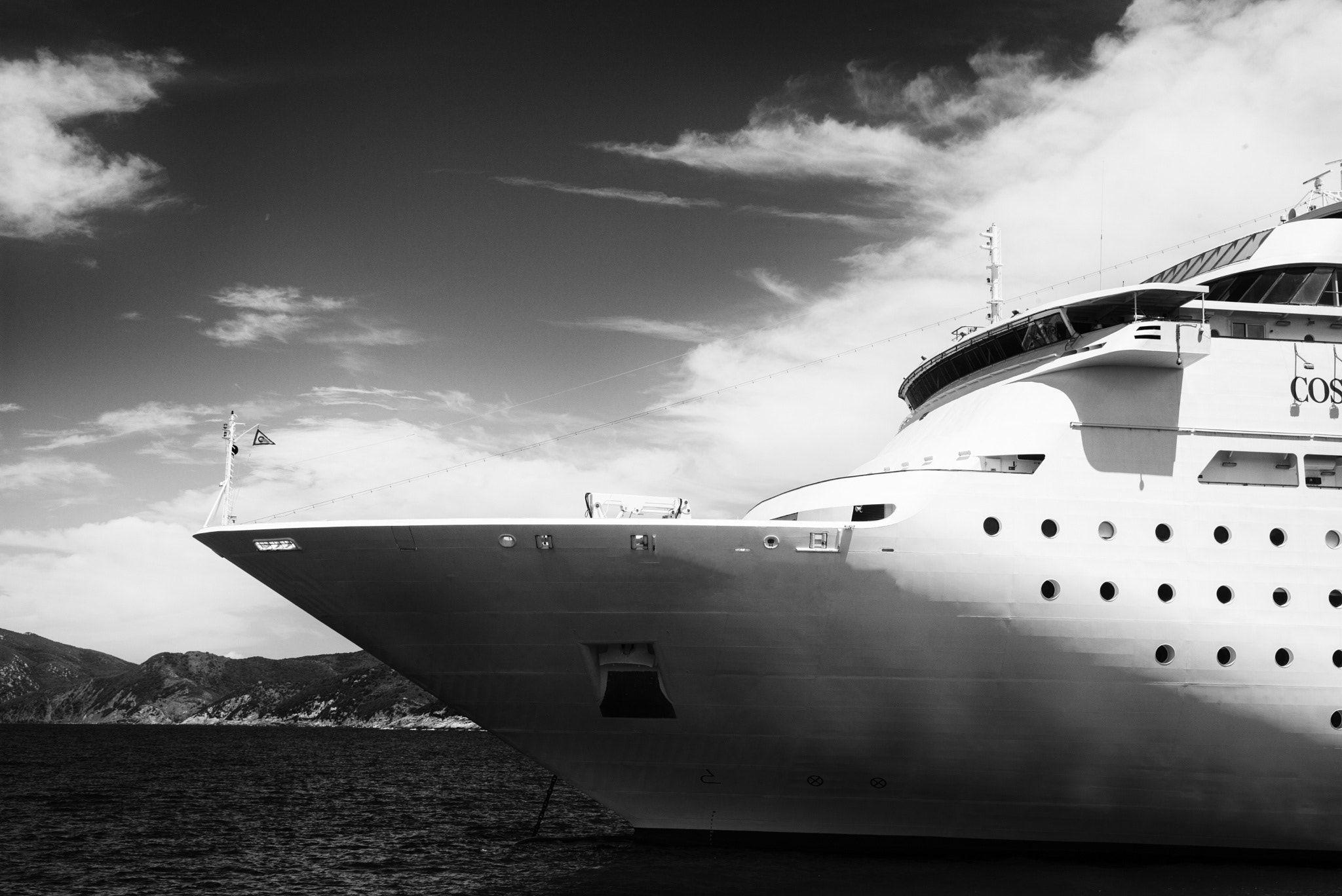GiantL - a huge ship italy coastline
