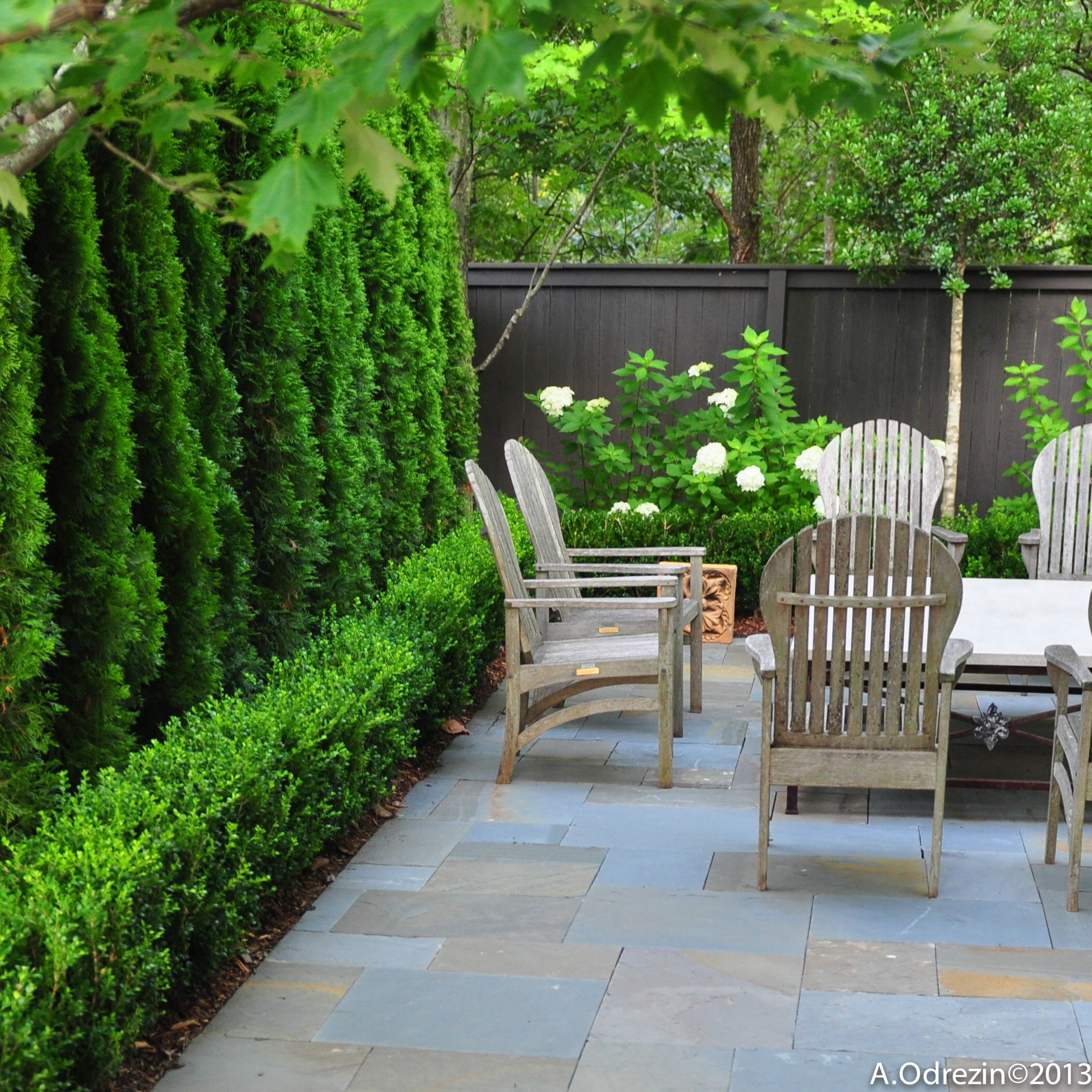 Falkner gardens garden terrace at mountain brook for Garden hedge designs