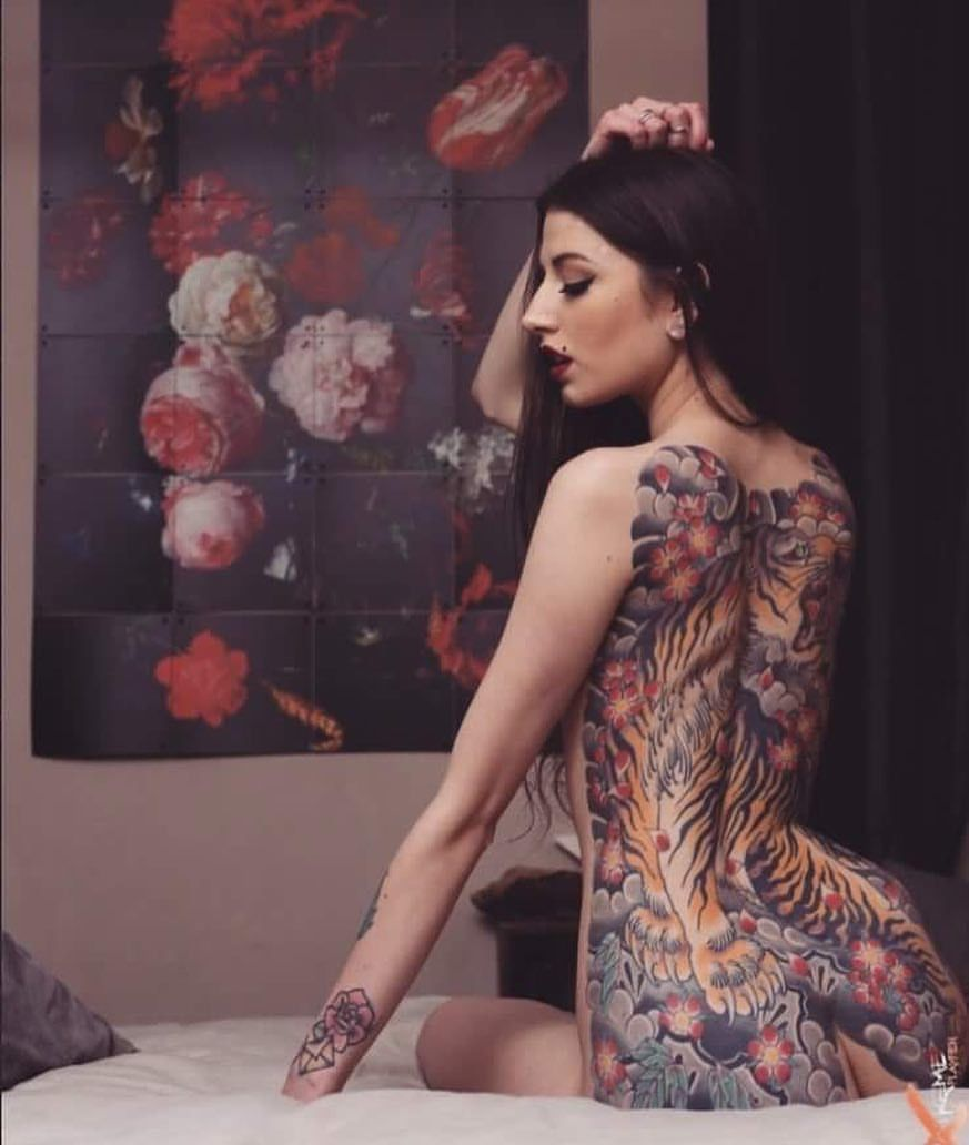 Pin by pahlo correa on girls with tattoos photography pinterest