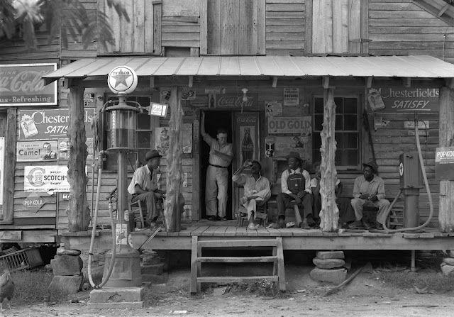Country store on dirt road, Gordonton, North Carolina, 1939  Photographer: Dorothea Lange