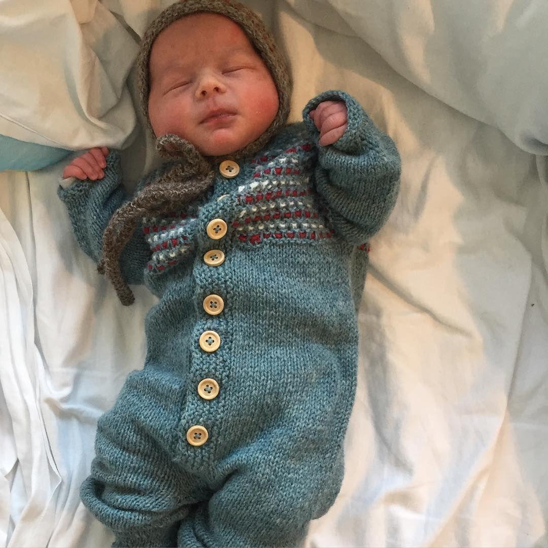 // w o o l . b a b y // #ullunge #strikkibruk #barselvarsel #picklesoslo #picklesyarn #picklespurewool #fjøsdress #vevstrikk #strikkemamma #strikktilbaby #babyknits #babystrikk #knitting #knitforbaby #knitstagram #knittersofinstagram #instaknit