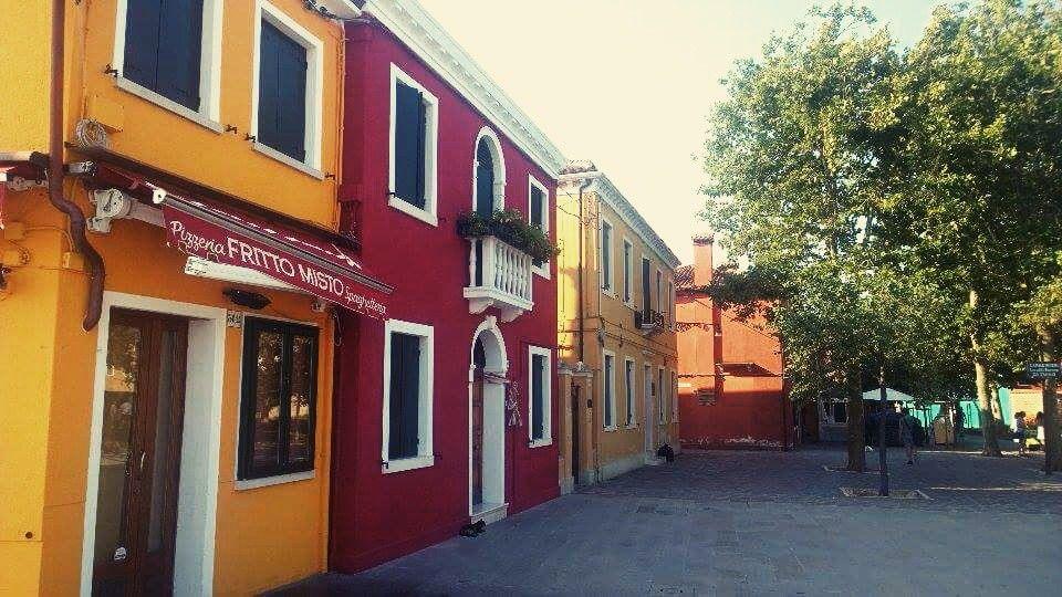 Burano Road, Travel
