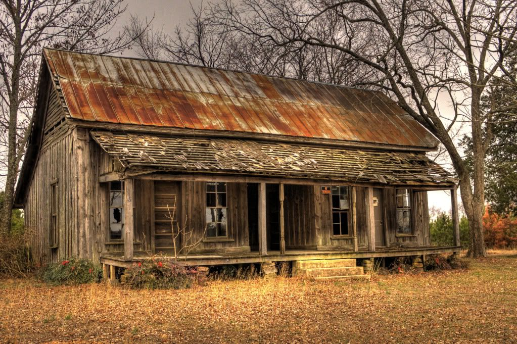 Bbandoned Tiny Cabin With Rusty Corrugated Metal Roof Abandoned Farm Houses Old Farm Houses Abandoned Houses