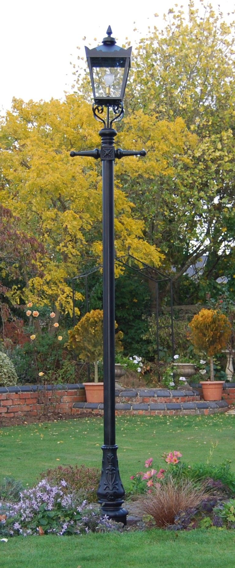 Garden Lamp Posts On Pinterest Lamps Victorian Lamps