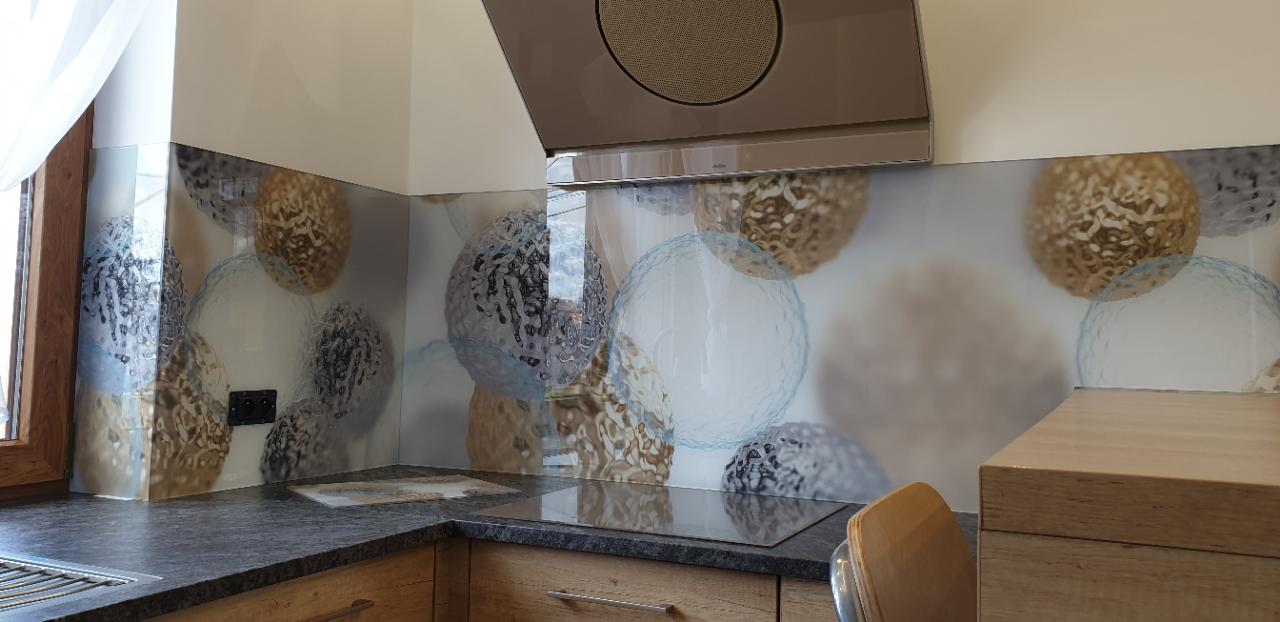 Panele Szklane Z Nowoczesnym Wzorem Abstrakcja Motyw Kuchenny Kule Srebrny I Zloty Dekoracja