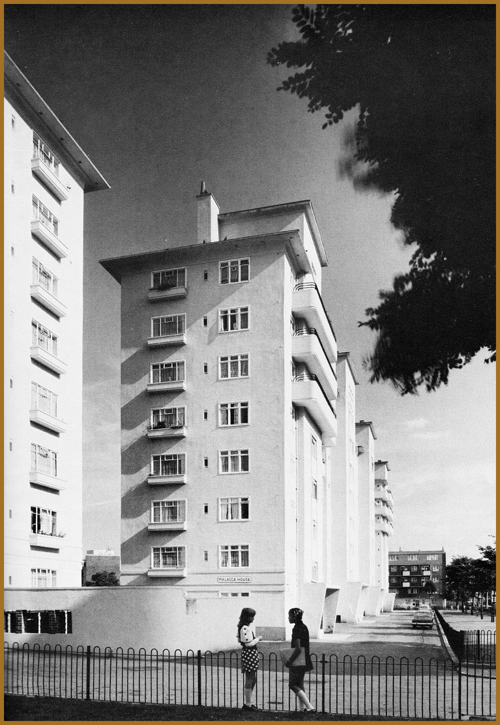 Modern London Ocean Estate Tower Hamlets 194857 by London County Council Architects Department Image from Home Sweet Home Housing Designed By Modern London Ocean Estate T...