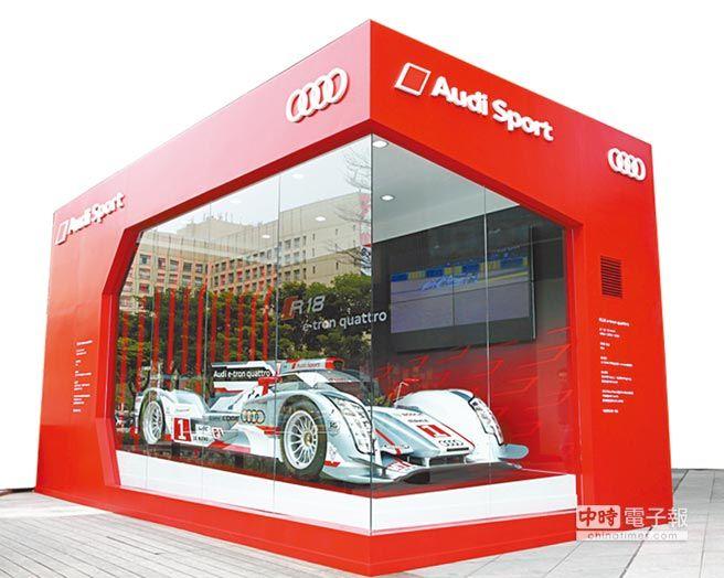 十大經典利曼賽車─Audi R18 e-tron quattro 榮耀現身 躍升信義商圈最受矚目的焦點。(圖由台灣奧迪提供)