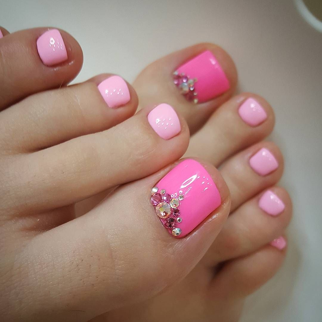 pink and fuchsia pedicure rhinestones cute toe designs pinterest nagelschere nageldesign. Black Bedroom Furniture Sets. Home Design Ideas