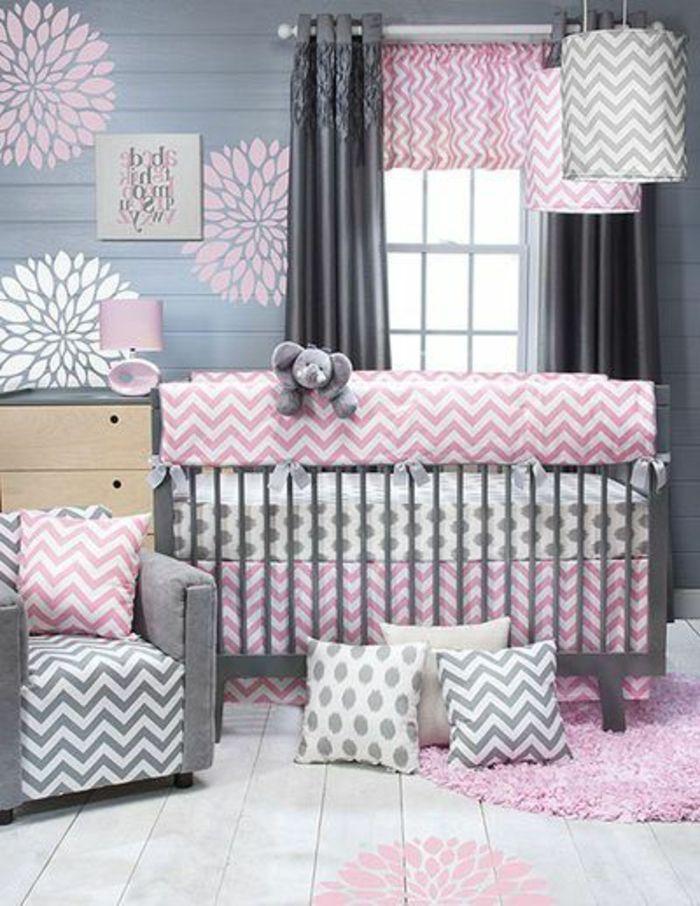 Charming Babyzimmer Mädchen Grau Rosa Weiß Farben Im Zimmer Babybett Kissen Design  Blumen Wanddeko Elefant Design Ideas