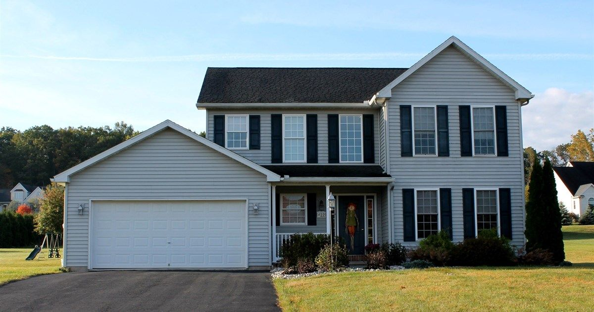 10 Night Hwk Drive Orwigsburg Pa 17961 250 000 3 Beds 2 5 Baths 2187 Sq Ft For More Information Contact Tara F Sale House Orwigsburg Outdoor Structures