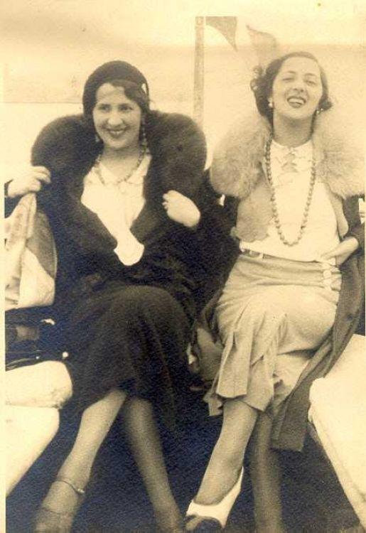 femmes tenue ann es 30 1930 1939 la mode sous les ann es 30 pinterest ann es 30 tenue. Black Bedroom Furniture Sets. Home Design Ideas