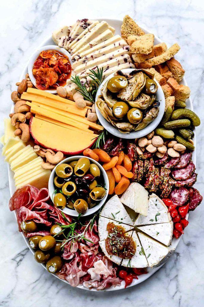 Wie erstelle ich ein Instagram-würdiges Wurstbrett? foodiecrush.com  – Happy Hour Snacks | Appetizer and Finger Food Recipes