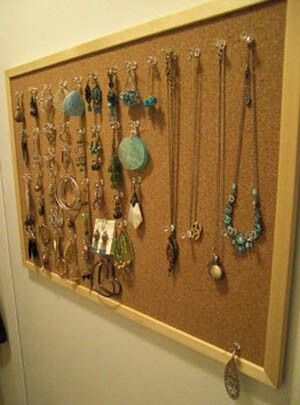 Pinboard jewelry holder