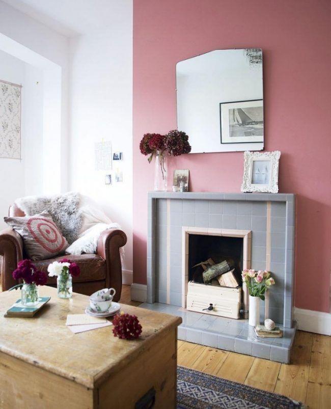 altrosa-wandfarbe-modern-grau-kaminsims-spiegel-vintage-sessel - wandfarben wohnzimmer modern