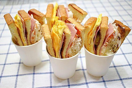 부산대 명물 '3단토스트' 만들기 대학교 근처에는 맛있는 인기 먹거리들이 많이 있어요. 그중에서 부산대의 명물로 꼽히는 '삼단토스트'. 토스트 반쪽만 먹어도 든든하다는 '3단토스트'를 직접 만들어봤어..