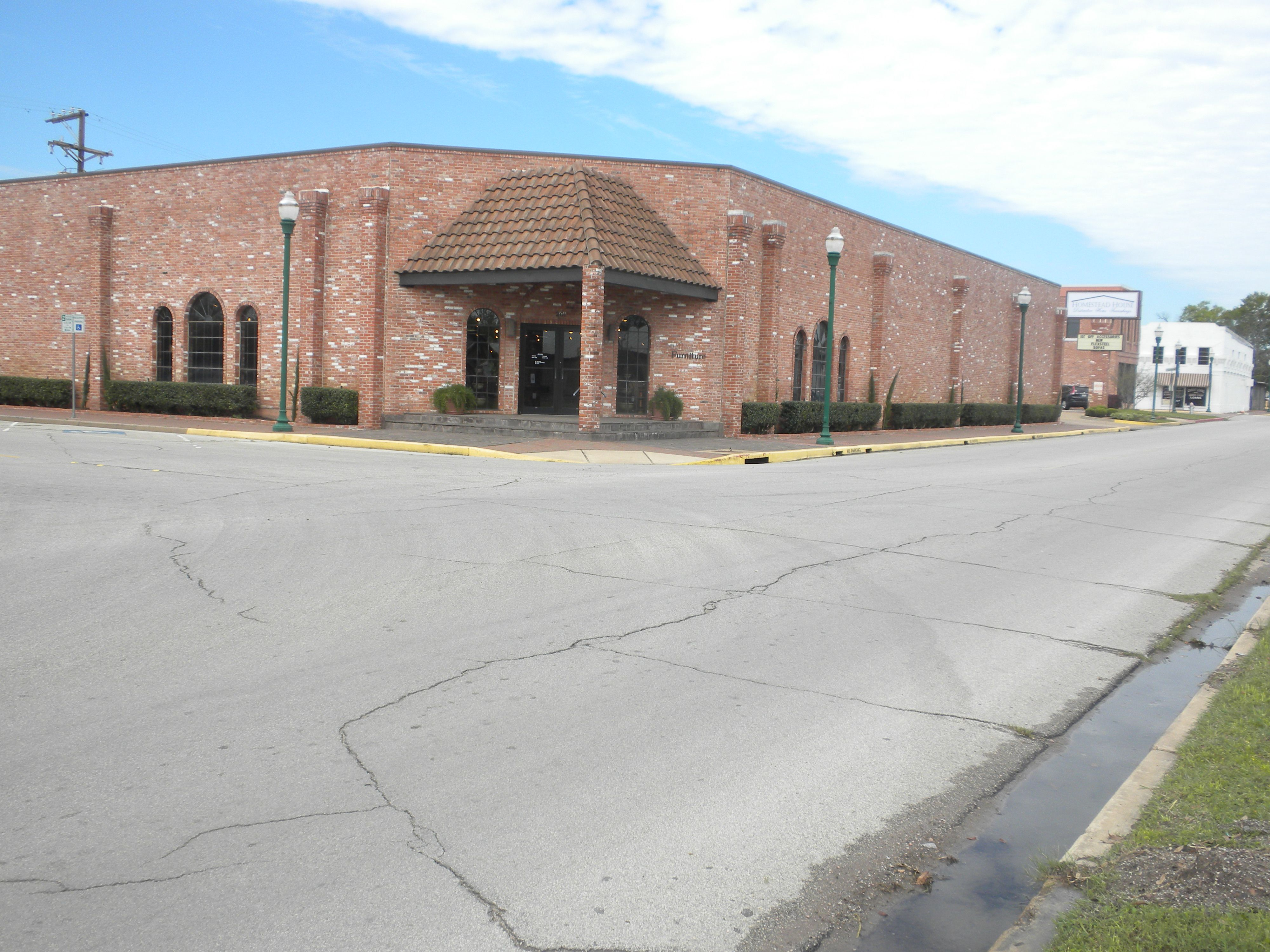 The Cur Building That Used Old Brick From Conroe Hotel Flagship Of Homestead House Furniture