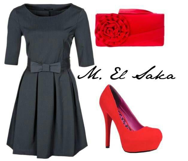 Vestido negro corto con zapatos rojos