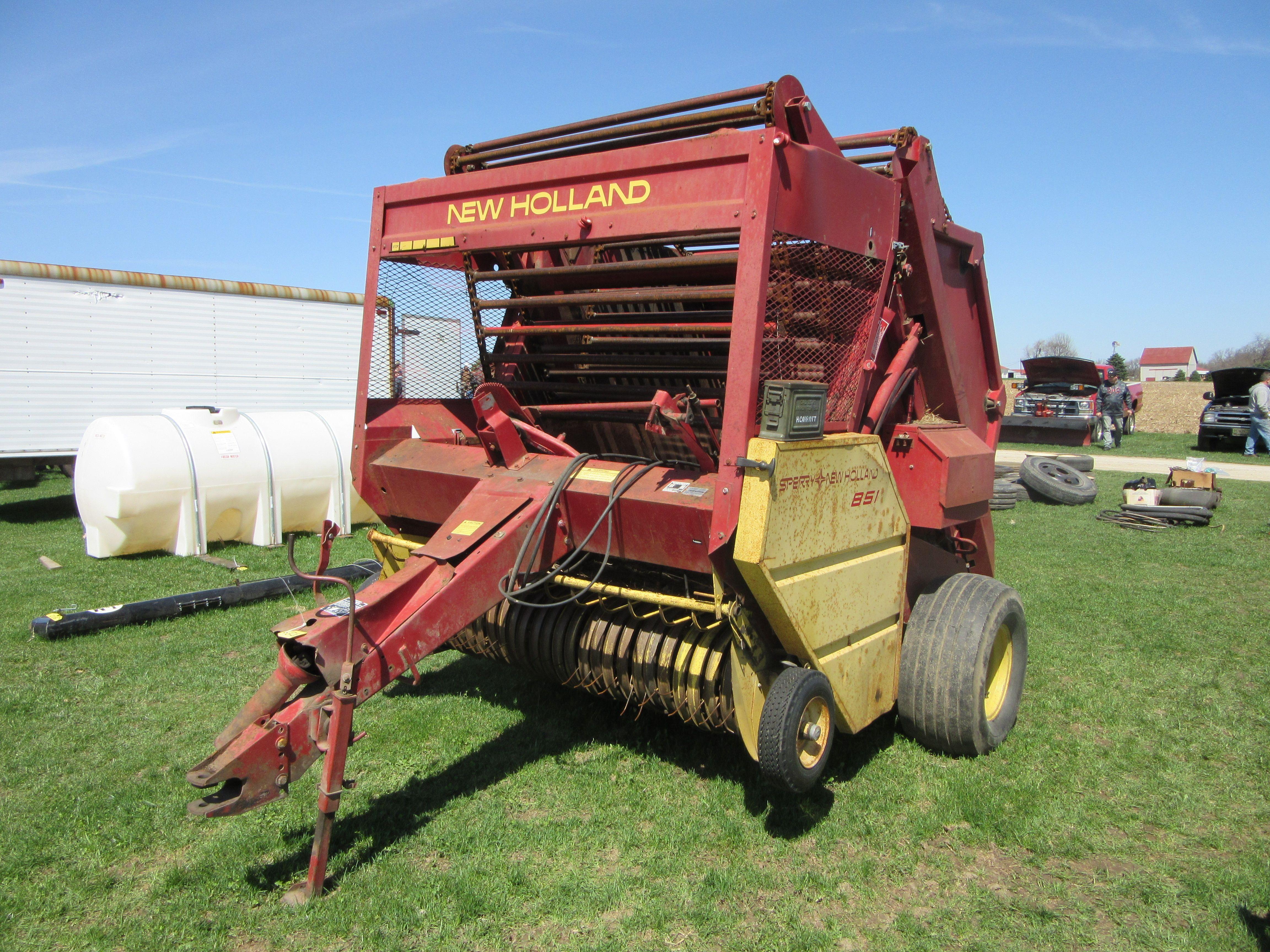 New Holland 851 round baler | New Holland farm equipment