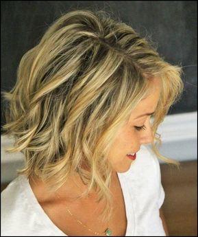 natürlicher Look für mittellanges Haar mit Wellen Frisur ...