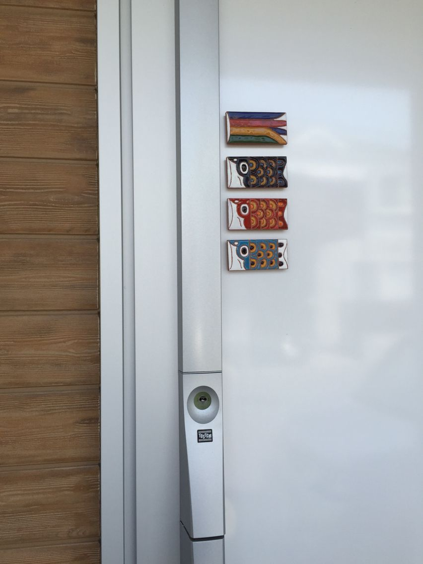 鯉のぼりマグネットタイル 玄関ドアに貼ってみました 玄関ドア ドア