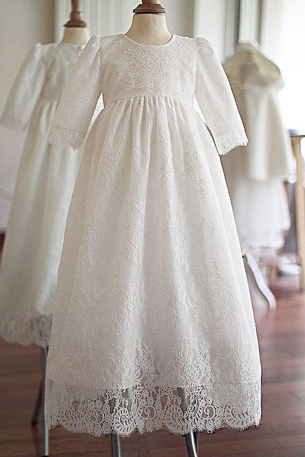 40c9cbf1073 Robe baptême longue traditionnelle bébé manches longues en dentelle  italienne. Modèle robe longue baptême Isabela