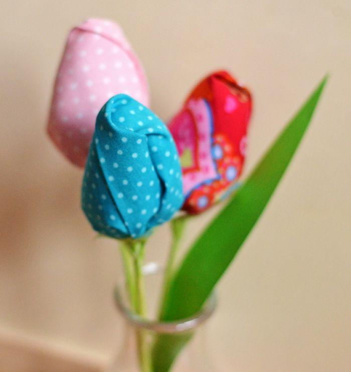 tulpen n hen fr hjahrs und osterdeko n hen pinterest sewing ideas fabric flowers and easter. Black Bedroom Furniture Sets. Home Design Ideas
