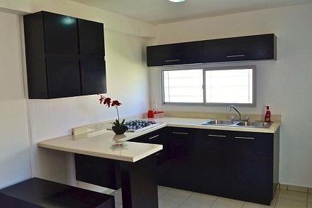 Cocina en escuadra con barra desayunador trabajamos sobre for Cocinas modernas pequenas para apartamentos con desayunador