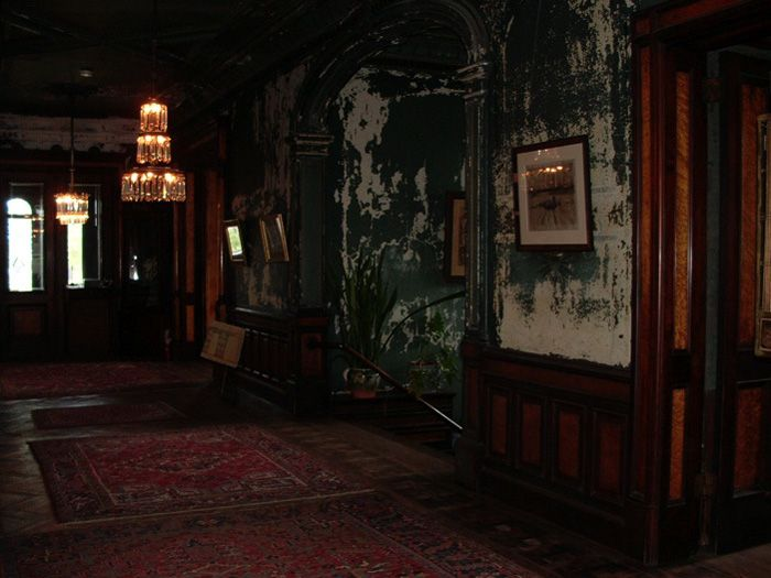 Hegeler Carus Mansion doesn't look very abandoned