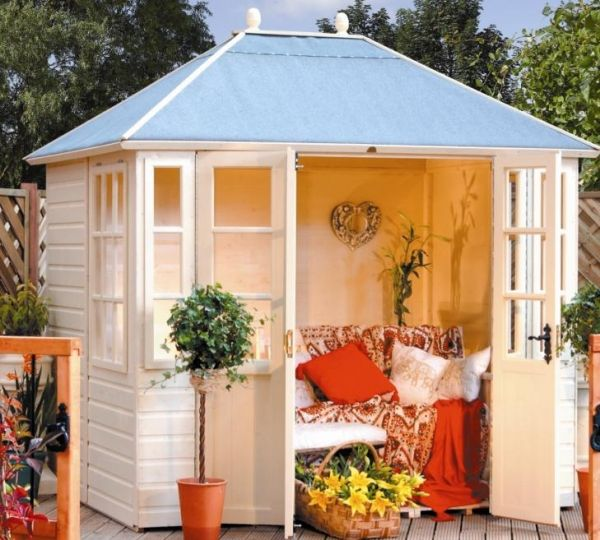 Love this summer house!