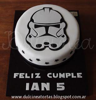 Torta Stormtrooper (Star Wars): Toda la decoración fue realizada artesanalmente en azúcar.