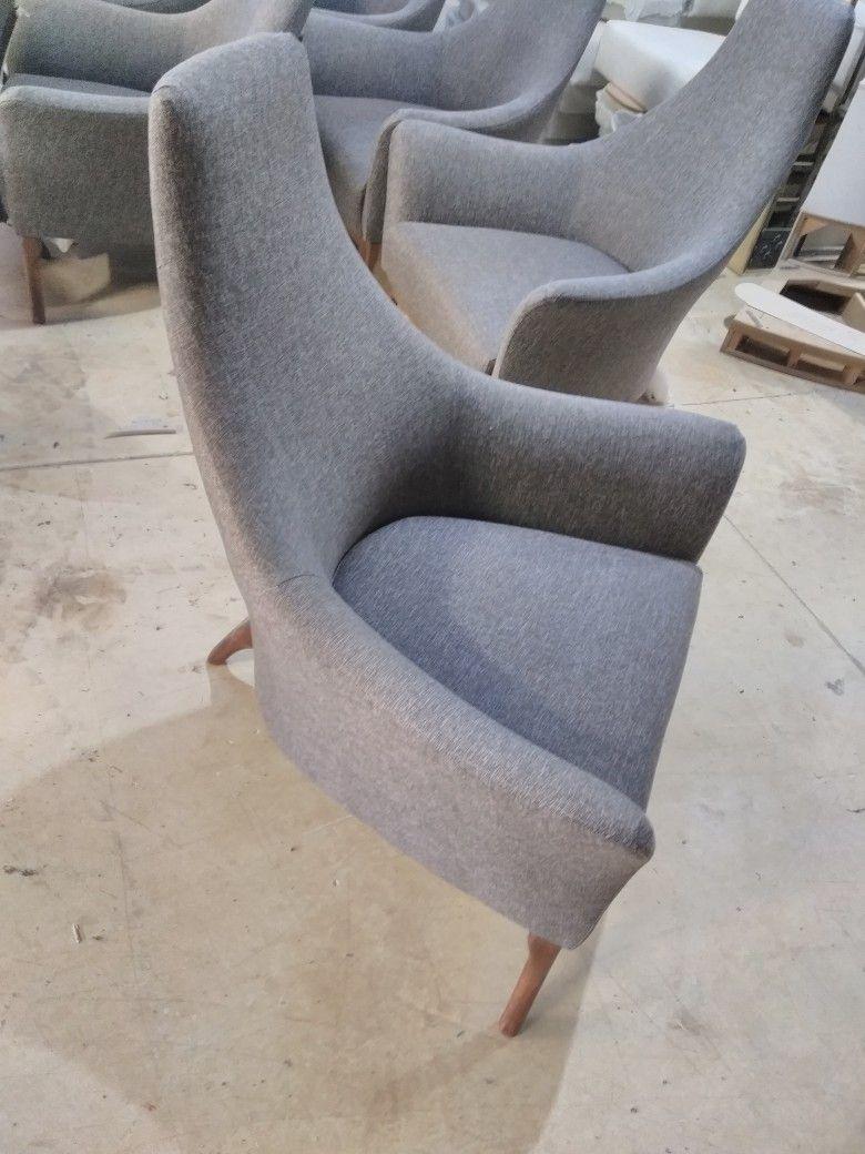 عبدالله ابو حسين Adli Kullanicinin White Upholstered Chair Panosundaki Pin Tekli Koltuk Berjer Koltuk Koltuklar