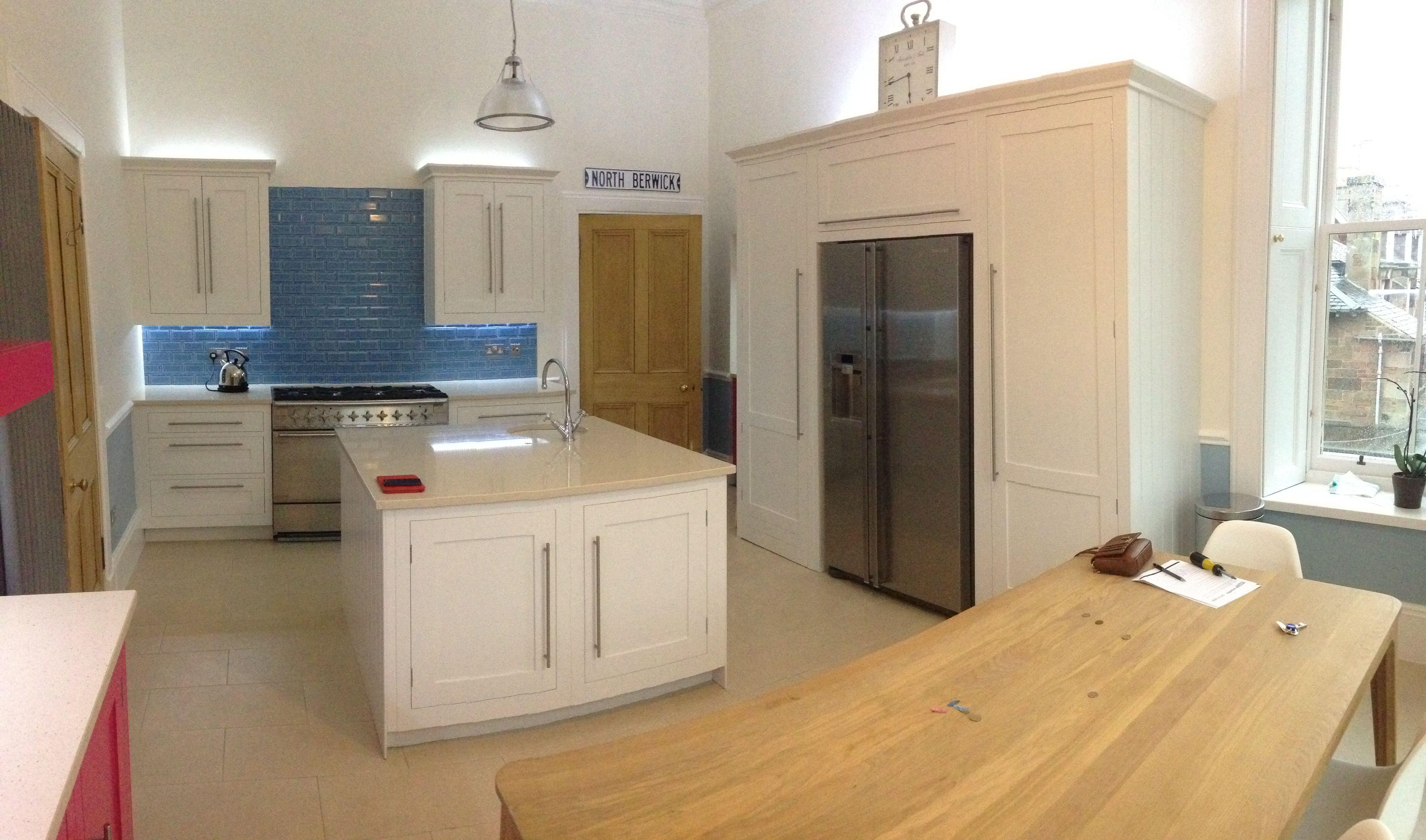 Harvey Jones Hand-Painted Shaker Kitchen, island. Silestone. By ...