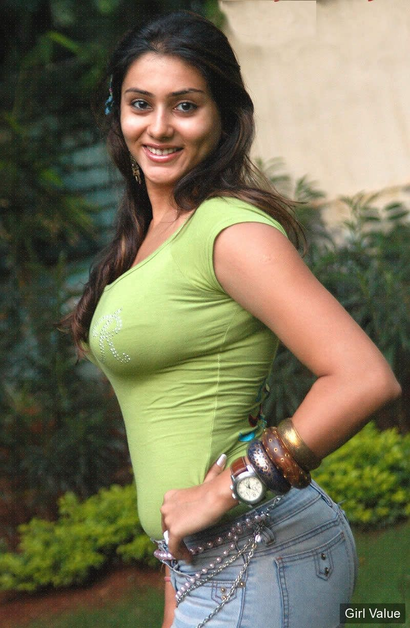 namitha kapoor in green tight t-shirt and