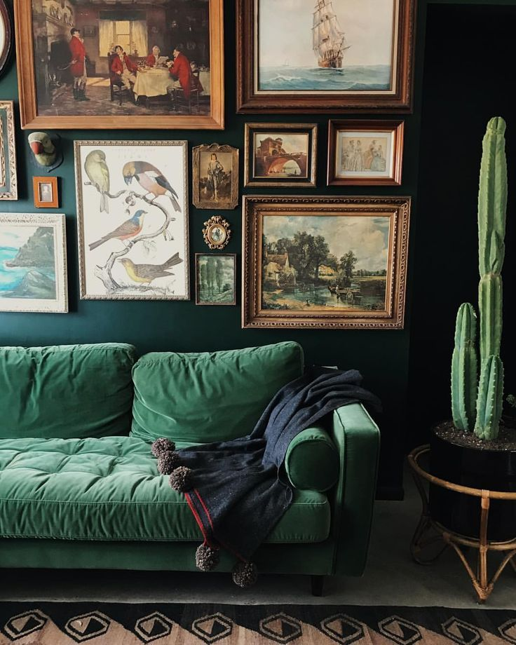 Green velvet sofa #cozyliving