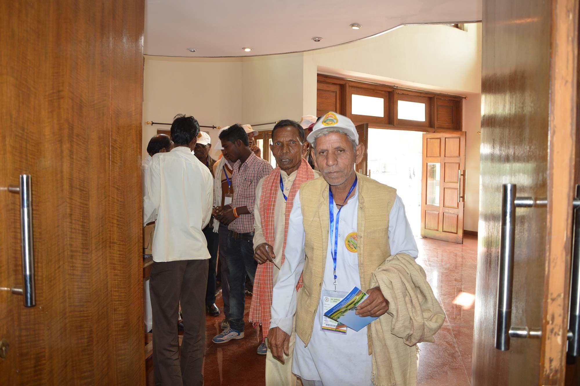 बिलासपुर एवं जांजगीर-चांपा जिले के सहकारिता प्रतिनिधि छत्तीसगढ़ विधानसभा पहुंचे. जहाँ डॉ. श्यामाप्रसाद मुकर्जी प्रेक्षा गृह में उन्हें विधानसभा की संरचना, व्यवस्था के संबंध में जानकारी दी गई. सेंट्रल हॉल का अवलोकन करने के बाद वे सदन पहुंचे. सदन के भीतर पहुंचकर वे बेहद हर्षित हुए. यहाँ उन्हें विधानसभा सत्र के दौरान होने वाली कार्यवाही एवं पक्ष-विपक्ष के विधायकों की बैठक व्यवस्था के बारे में बताया गया. विधानसभा का भ्रमण उनके लिए सुखद अनुभव रहा.