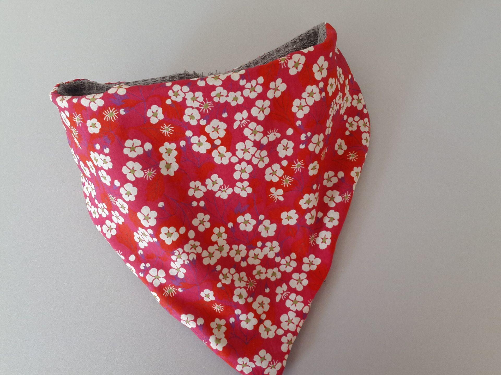 Bavoir bandana coton imprimé liberty : Mode Bébé par ma-choupinette