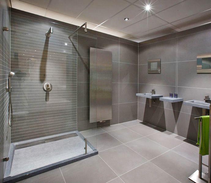 Donkere badkamer modern - Badkamers kasten en slapen | Pinterest ...