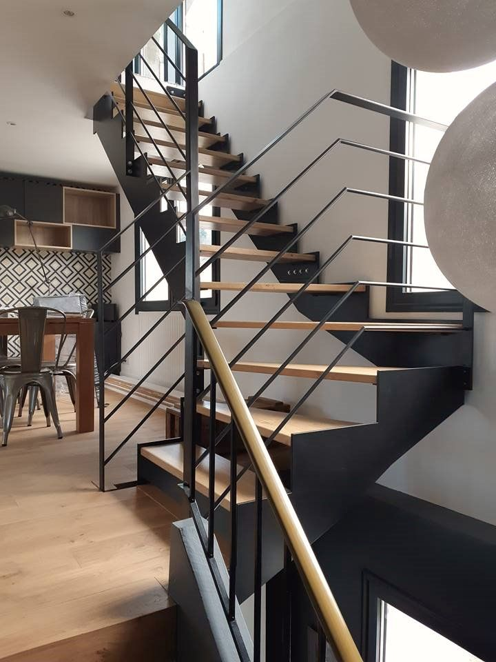 Menthon-Saint-Bernard - Réalisation et pose d\u0027un escalier intérieur - pose de porte interieur