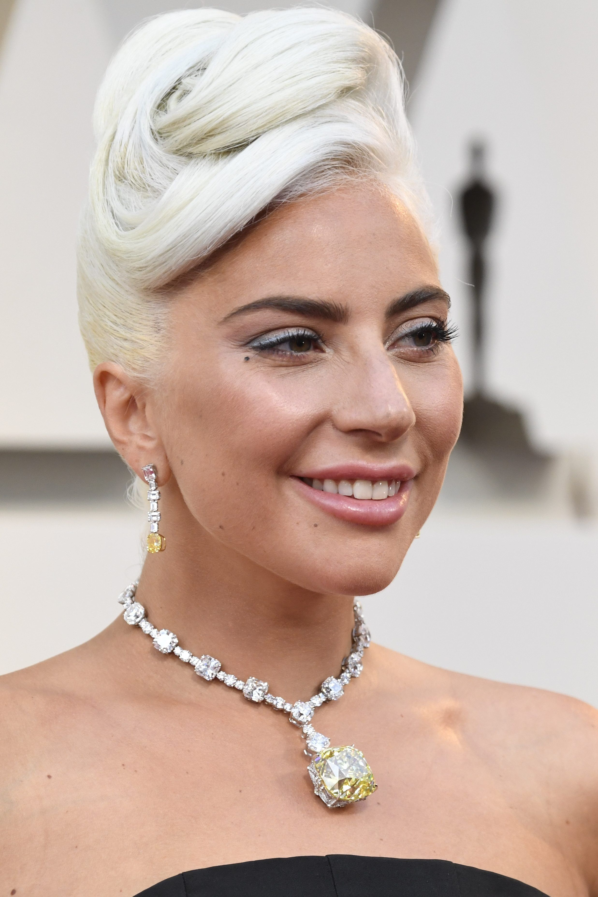 Yes Lady Gaga S Oscars Necklace Is Actually From Breakfast At Tiffany S Lady Gaga Celebrity Jewelry Tiffany Necklace