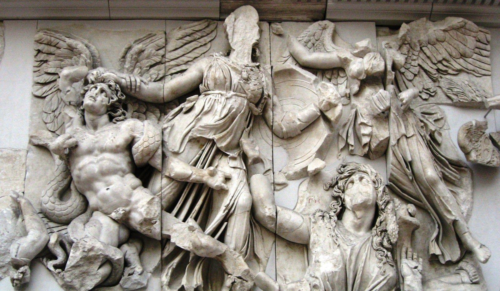 Altar De Zeus De Pergam 180 160 A C Pergamonmuseum Berlin Lluita D Atenea I Alcioneo Atenea Agafa Al Gegant I Alcioneo Pels Cabells Es D Est Museum Welt