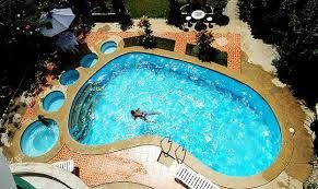 Hilariously shaped pool.  Maybe a foot Dr?