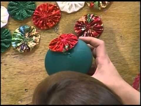 Manualidades bolas de navidad decoradas con tela miniprint youtube manualidades pinterest - Manualidades bolas de navidad ...