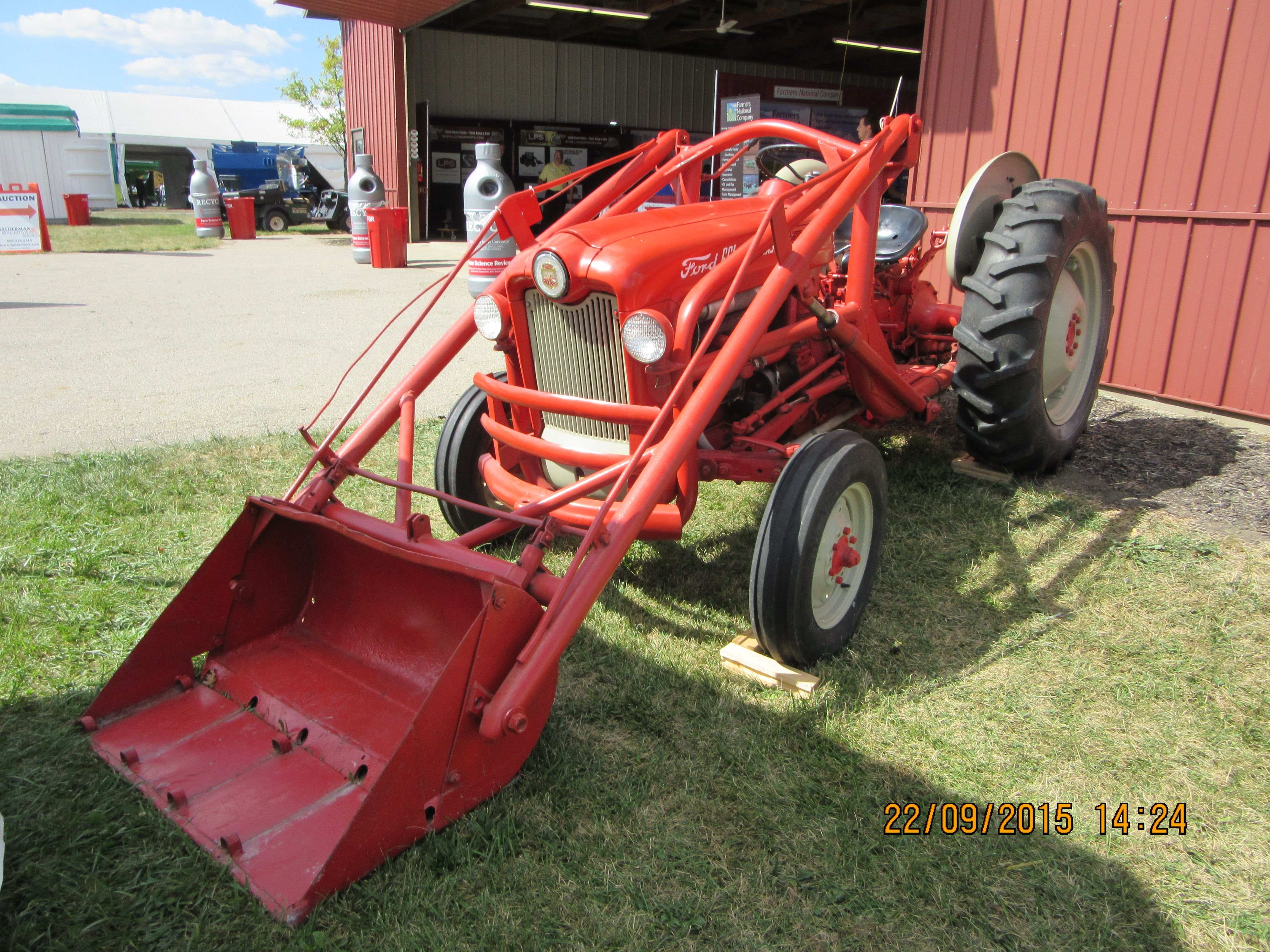 Red Ford 661 Workmaster Ford Tractors Antique Tractors Old Farm Equipment