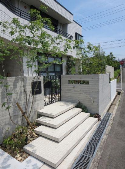 杉板コンクリートが美しいa様邸 フローティング階段 階段の設計